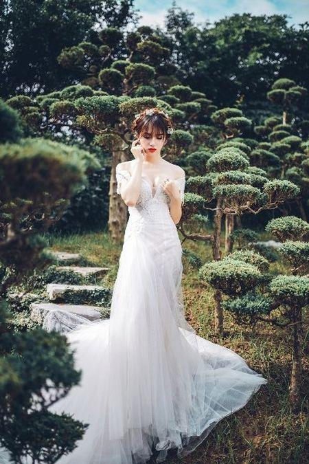"""Lam Khanh Chi 40 tuoi, Huong Giang idol 26 do sac """"khoc liet"""" khien gai """"xin"""" giat minh - Anh 5"""
