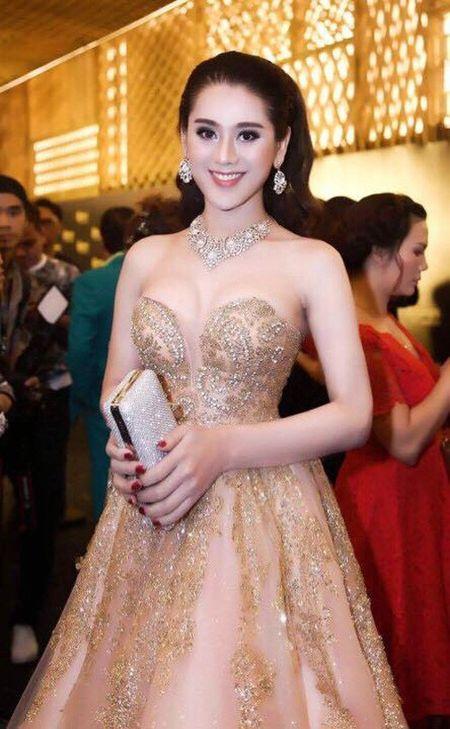 """Lam Khanh Chi 40 tuoi, Huong Giang idol 26 do sac """"khoc liet"""" khien gai """"xin"""" giat minh - Anh 9"""