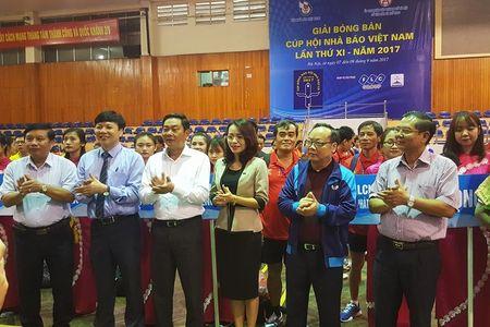 Tung bung khai mac Giai Bong ban Cup Hoi Nha bao Viet Nam lan thu XI-2017 - Anh 3