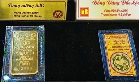 Vang tang gia cao, thi truong soi dong nhung co the bi rung lac manh - Anh 1