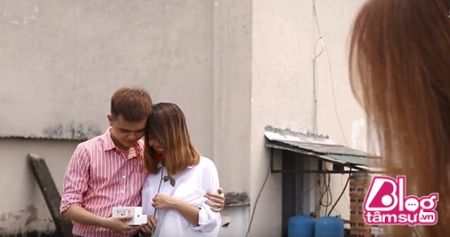 Cuoi vo bung canh nam thanh nien lo the thot roi moi phat hien ra su that dang cay - Anh 1