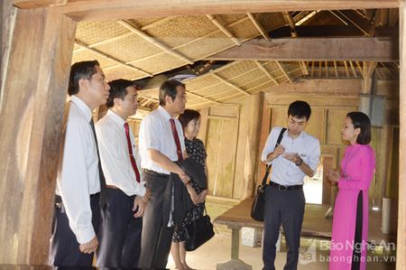 Dai su Nhat Ban dang huong tuong niem Chu tich Ho Chi Minh - Anh 2