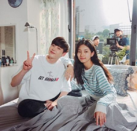 Nha anh doc kich ban sau 9 thang, phim moi cua Suzy - Lee Jong Suk lap ky luc ve do em tin - Anh 10