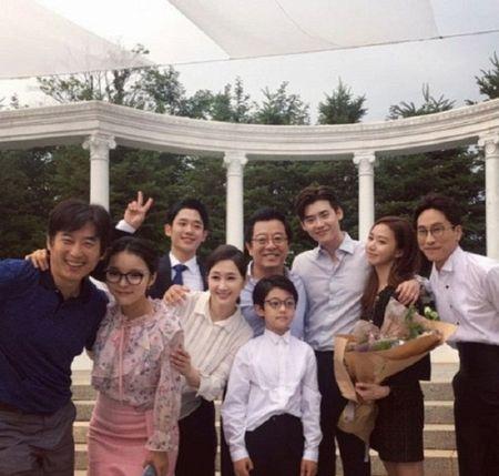 Nha anh doc kich ban sau 9 thang, phim moi cua Suzy - Lee Jong Suk lap ky luc ve do em tin - Anh 13