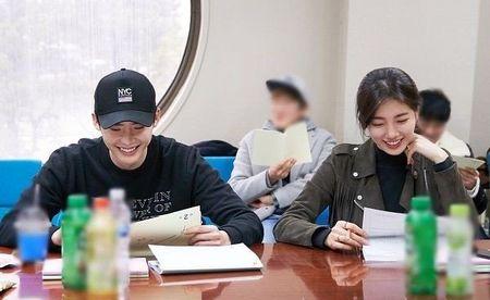 Nha anh doc kich ban sau 9 thang, phim moi cua Suzy - Lee Jong Suk lap ky luc ve do em tin - Anh 16