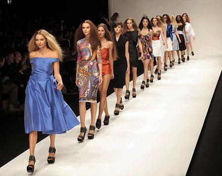 Tu nay, mau sieu gay se het dat dien tai show cua Gucci va Dior! - Anh 4
