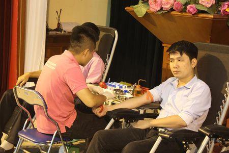 Cong doan Van phong Trung uong Dang gui trao 'nhung giot mau hong' - Anh 6