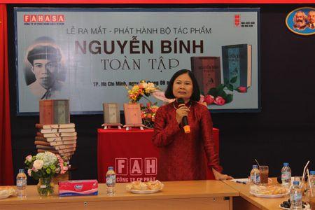 Con gai co nha tho Nguyen Binh lam tuyen tap cho cha - Anh 2