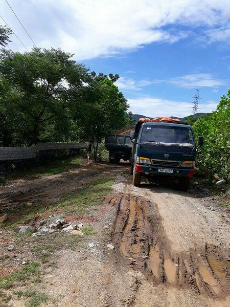Trieu Son (Thanh Hoa): Khai thac trai phep set Betonite dien ra tran lan - Anh 2