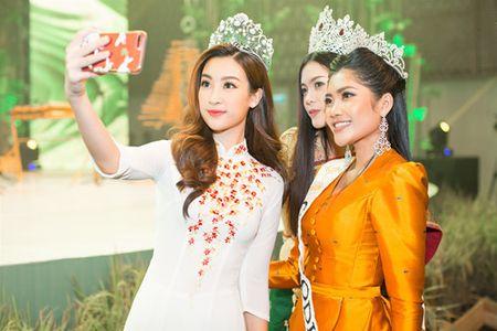 Moi dang quang, Hoa hau Hoan vu Lao sang Viet Nam 'do sac' Do My Linh - Anh 2