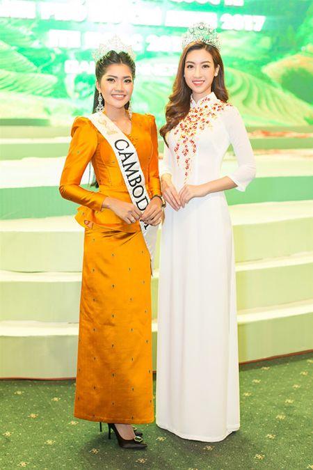 Moi dang quang, Hoa hau Hoan vu Lao sang Viet Nam 'do sac' Do My Linh - Anh 3