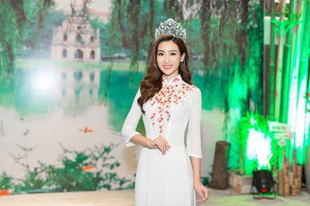 Moi dang quang, Hoa hau Hoan vu Lao sang Viet Nam 'do sac' Do My Linh - Anh 4