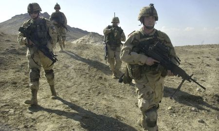 Taliban tan cong can cu My tai Afghanistan - Anh 2