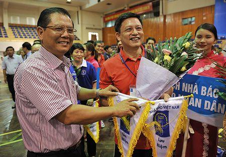 Khai mac Giai bong ban cup Hoi Nha bao Viet Nam lan thu XI - nam 2017 - Anh 1