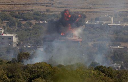 Israel nem bom Syria, 2 binh si thiet mang - Anh 1