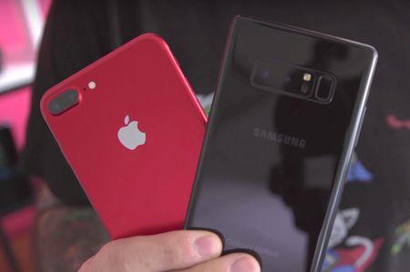 So sanh thiet ke Galaxy Note 8 va iPhone 7 Plus - Anh 7
