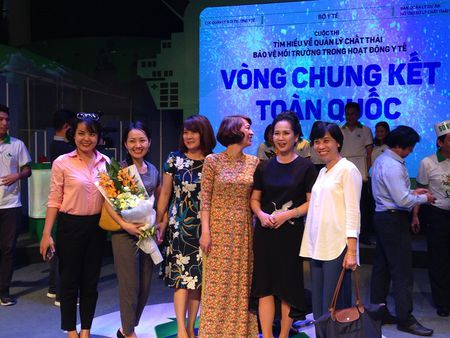 NSND Lan Huong: 'Thich y tuong cac thay thuoc biet vo' - Anh 17
