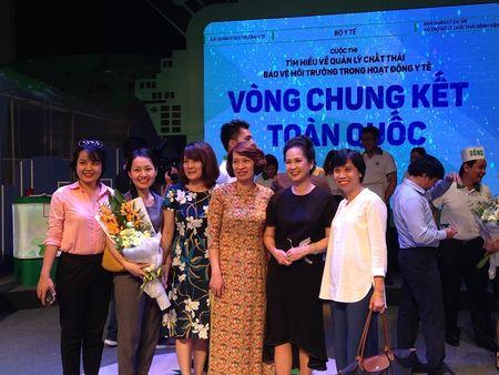NSND Lan Huong: 'Thich y tuong cac thay thuoc biet vo' - Anh 18
