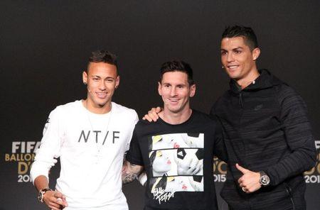 Mourinho che nhao Conte, PSG de doa 'cuom' Messi, Ronaldo - Anh 1