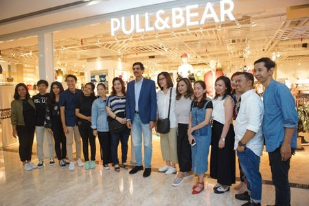 Pull&Bear khai truong cua hang dau tien tai Vincom Dong Khoi - Anh 1