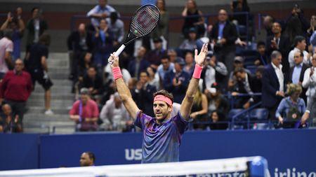 Federer: 'Toi khong co co hoi vo dich nam nay. Tot hon het la nen dung lai' - Anh 1