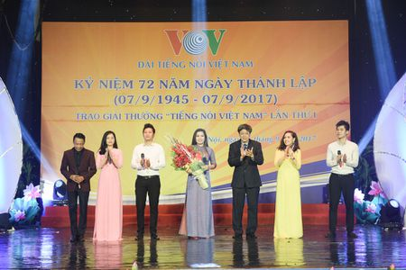 Toan canh le ky niem 72 nam thanh lap VOV va trao giai 'Tieng noi Viet Nam' - Anh 11