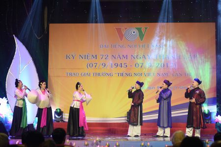 Toan canh le ky niem 72 nam thanh lap VOV va trao giai 'Tieng noi Viet Nam' - Anh 13