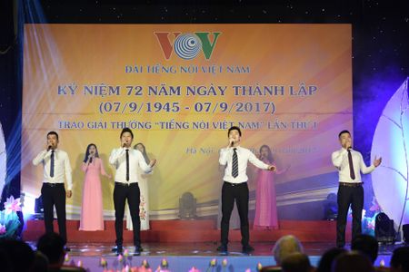 Toan canh le ky niem 72 nam thanh lap VOV va trao giai 'Tieng noi Viet Nam' - Anh 15