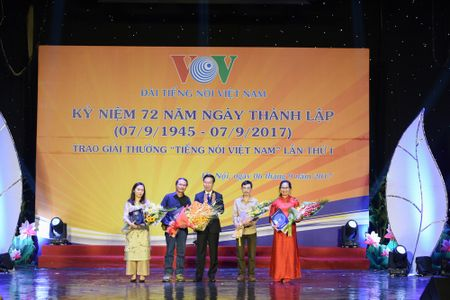 Toan canh le ky niem 72 nam thanh lap VOV va trao giai 'Tieng noi Viet Nam' - Anh 6