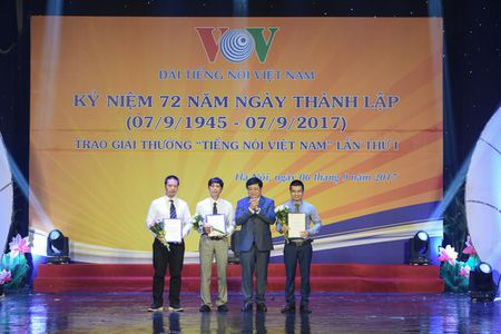 Toan canh le ky niem 72 nam thanh lap VOV va trao giai 'Tieng noi Viet Nam' - Anh 7