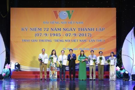 Toan canh le ky niem 72 nam thanh lap VOV va trao giai 'Tieng noi Viet Nam' - Anh 8
