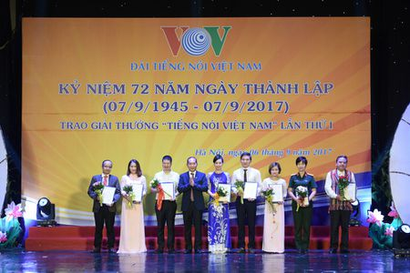 Toan canh le ky niem 72 nam thanh lap VOV va trao giai 'Tieng noi Viet Nam' - Anh 9