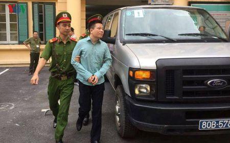 Ha Van Tham va cuu TGD Oceanbank 'tung hung' an y choi chiem doat tien - Anh 11