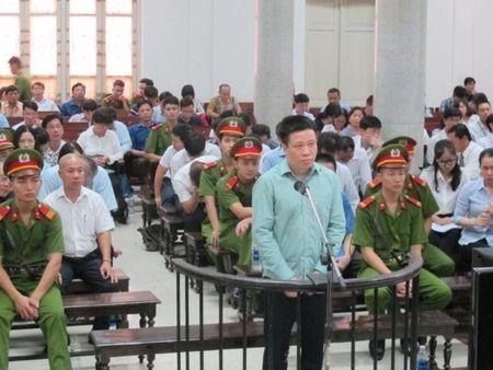 Ha Van Tham va cuu TGD Oceanbank 'tung hung' an y choi chiem doat tien - Anh 5