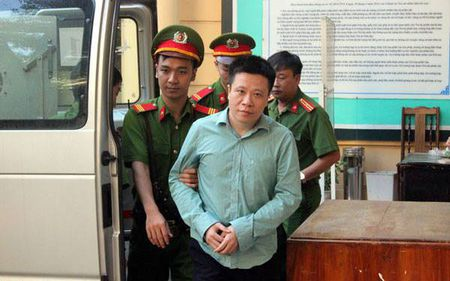 Ha Van Tham va cuu TGD Oceanbank 'tung hung' an y choi chiem doat tien - Anh 7
