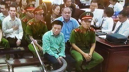 Ha Van Tham va cuu TGD Oceanbank 'tung hung' an y choi chiem doat tien - Anh 9