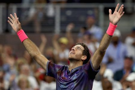 Can canh: 'Tau toc hanh' Roger Federer cui dau roi US Open 2017 - Anh 10