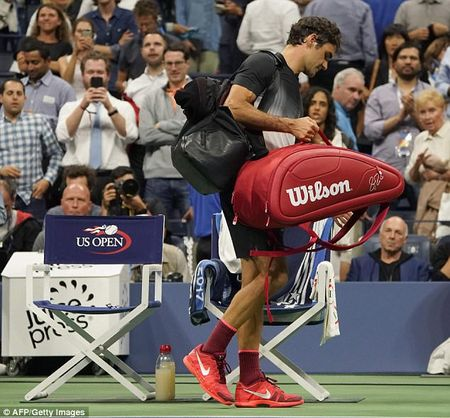 Can canh: 'Tau toc hanh' Roger Federer cui dau roi US Open 2017 - Anh 2