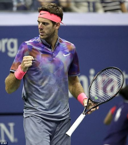 Can canh: 'Tau toc hanh' Roger Federer cui dau roi US Open 2017 - Anh 8