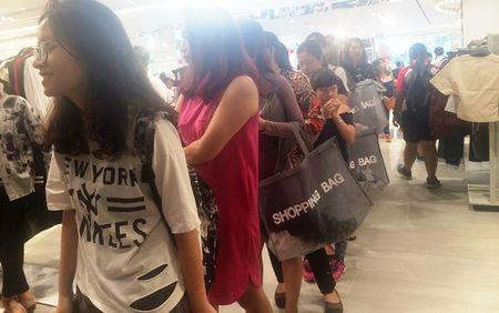 Trong H&M co gi ma dan Sai Gon 'phat dien'? - Anh 7