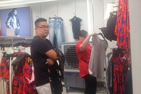 Trong H&M co gi ma dan Sai Gon 'phat dien'? - Anh 9