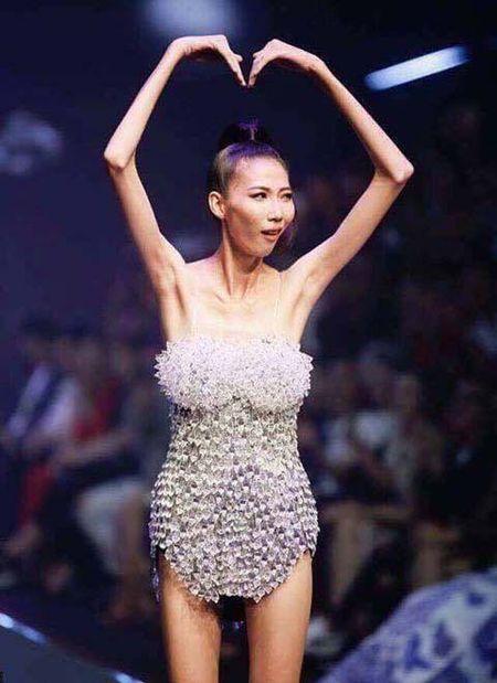 De Cao Ngan gay tro xuong len song co phai chieu PR thieu dao duc? - Anh 1