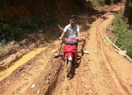 Trai nghiem duong den truong 'di bo nhanh hon xe may' o Thanh Hoa - Anh 3