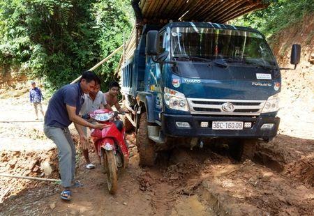 Trai nghiem duong den truong 'di bo nhanh hon xe may' o Thanh Hoa - Anh 9