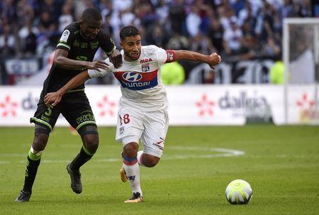 Lyon 2-1 Guingamp: 3 diem chat vat - Anh 4