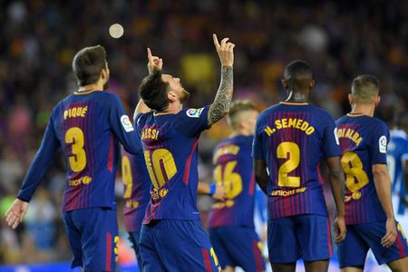 Sau vong 3 La Liga: Barca tach top, Madrid som buong - Anh 1