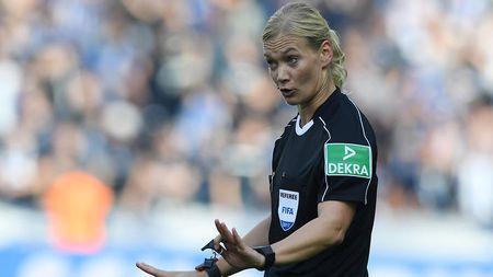 Nu trong tai dau tien cam coi o Bundesliga - Anh 6