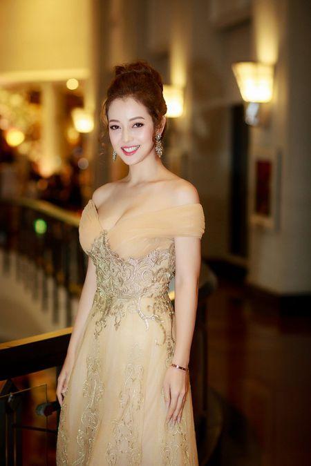 Gai hai con Jennifer Pham khoe vong mot sexy kho roi mat - Anh 2