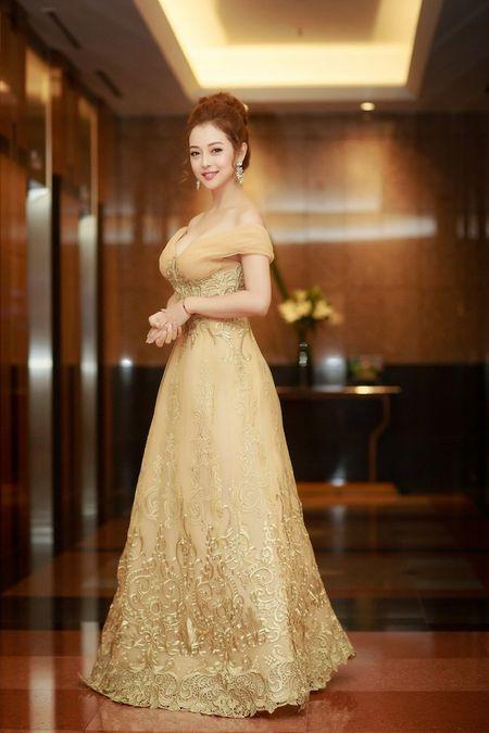 Gai hai con Jennifer Pham khoe vong mot sexy kho roi mat - Anh 4