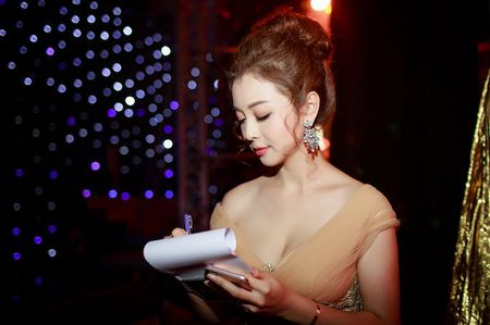 Gai hai con Jennifer Pham khoe vong mot sexy kho roi mat - Anh 6